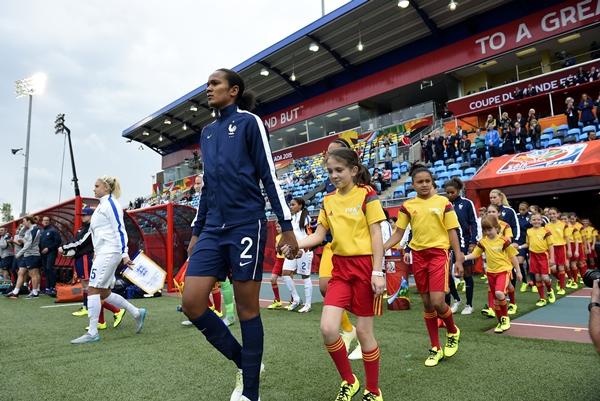 Wendie Renard lors de l'entrée des équipes (photo FIFA)