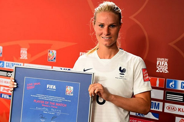 Amandine Henry a été élue meilleure joueuse du match. Photo Fifa.com