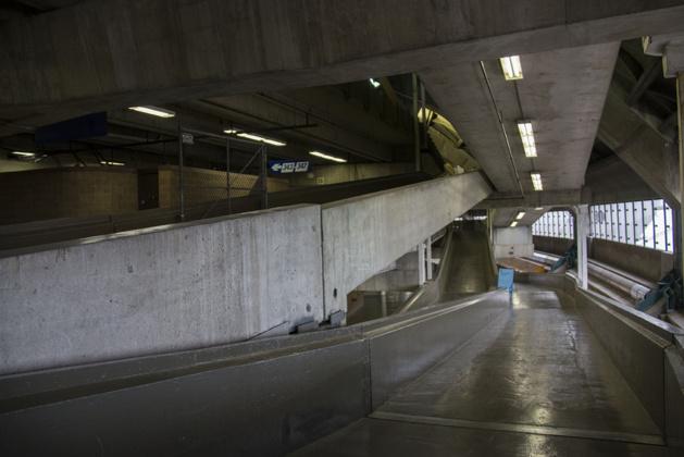 Entre les entrées et le terrain, une multitudes de couloirs et passerelles...