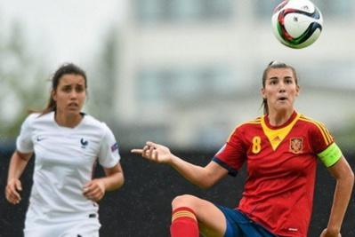 Inès Boutaleb et Patricia Guijarro ont manqué leur tir au but (photo UEFA.com)