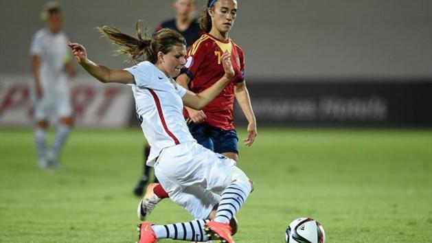 Pauline Dhaeyer fait partie des 5 défenseures de la liste (photo UEFA)