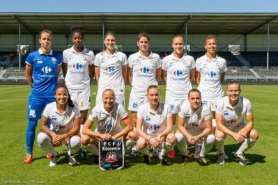 Les Juvisiennes lors de leur premier match de la saison (photo FCF Juvisy/W Morice)