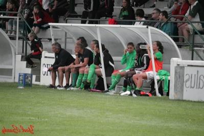 Hervé Didier à gauche et le banc stéphanois (photo Yoël Bardy)