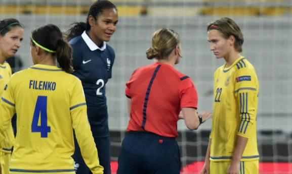 Bleues - Wendie RENARD : les ligaments ne sont pas touchés