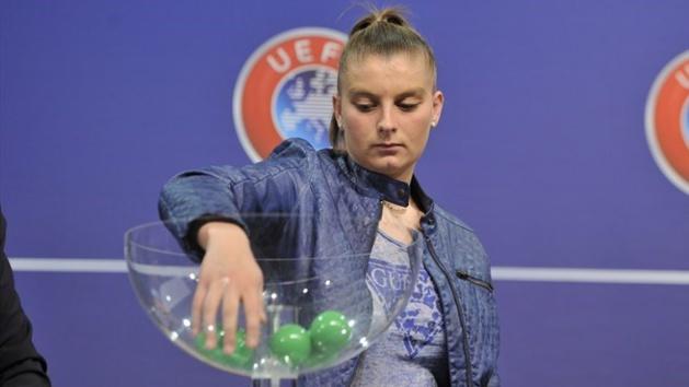 Marie-Charlotte Léger a effectué le tirage au sort (photo UEFA)