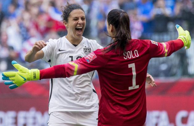 Lloyd et Solo se congratulent après une Coupe du Monde victorieuse (photo USS)
