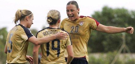 Abby Wambach (n°20) offre la victoire aux Etats-Unis (fpf.pt)