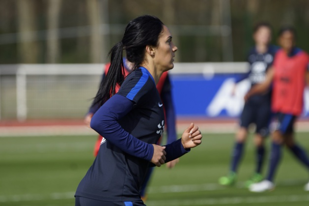 Louisa Necib (photo Sébastien Duret)
