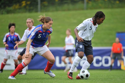 Adeline Rousseau et Danielle Carter (photo : UEFA)