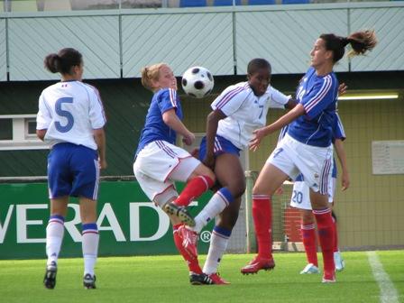 Tenret (au milieu, maillot bleu) signe un quadruplé