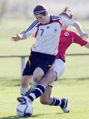 Triplé de Nicole Rolser et succès de l'Allemagne (7-0) (photo : DFB)