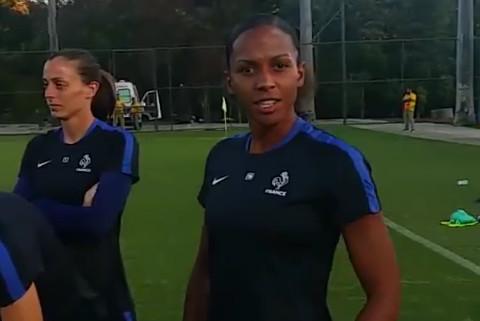 Maillot Nike avec le coq et le texte FRANCE au lieu de l'habituel FFF, lors du premier entraînement (photo FFF)