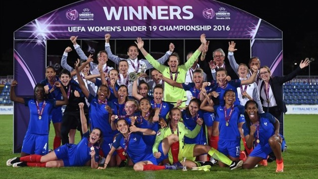 Les Bleuettes championnes (photo UEFA.com)