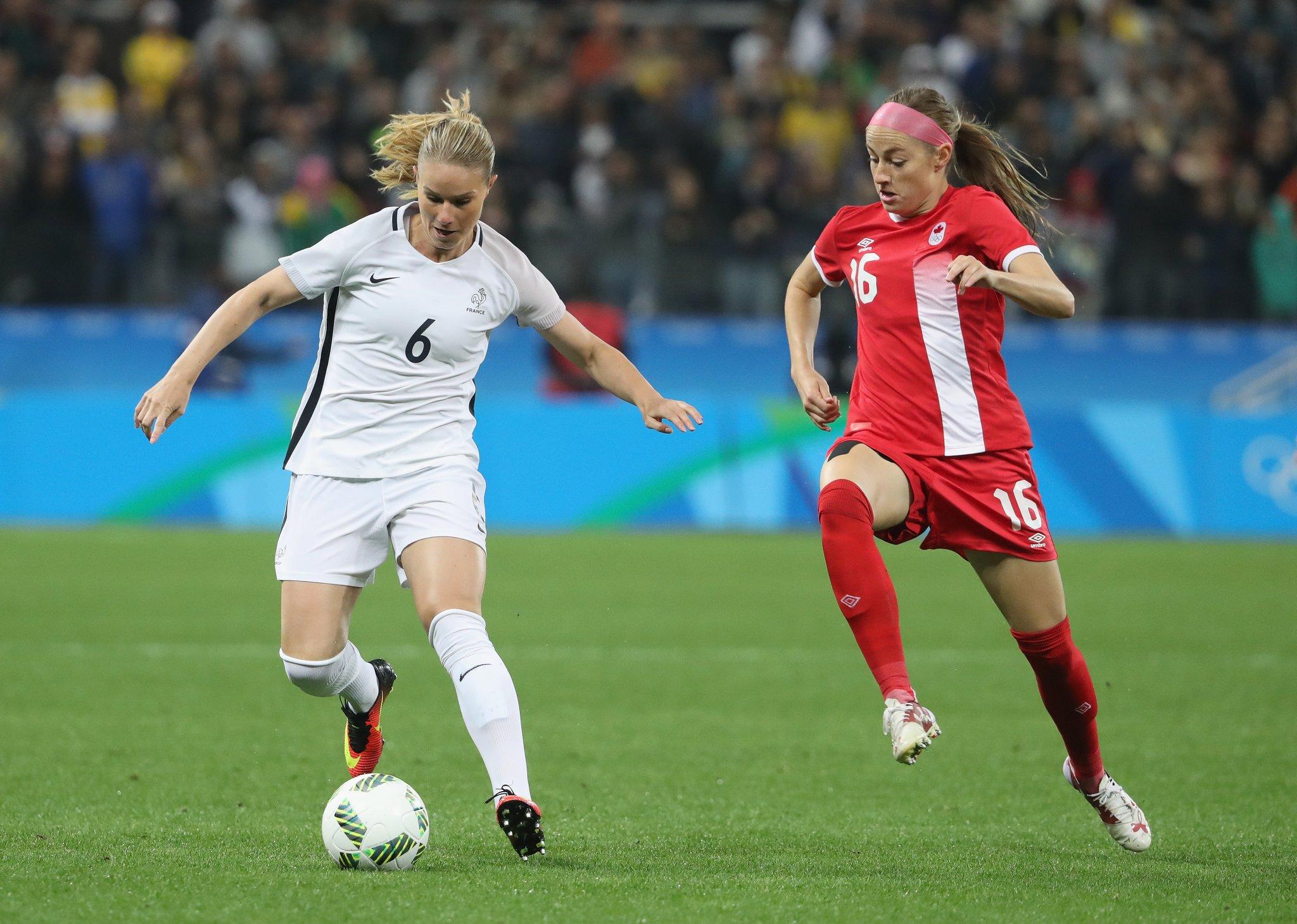 Le milieu de terrain avec Henry n'a pas été à son avantage (photo FIFA.com)