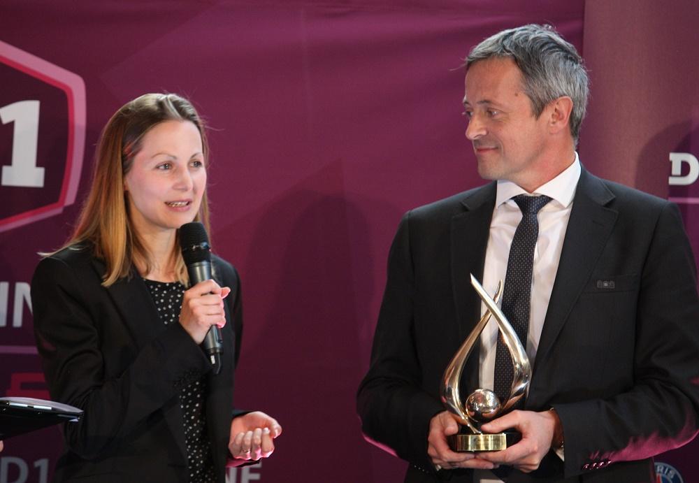 Florence Guillemin lors de la remise de son trophée en mai dernier, avec Alain Sars (photo Sébastien Duret)