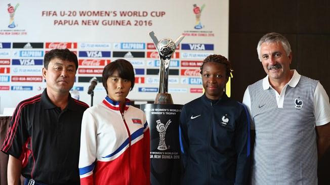 Yongbong Hwang, An Song Ok, Grace Geyoro et Gilles Eyquem (photo FIFA.com)