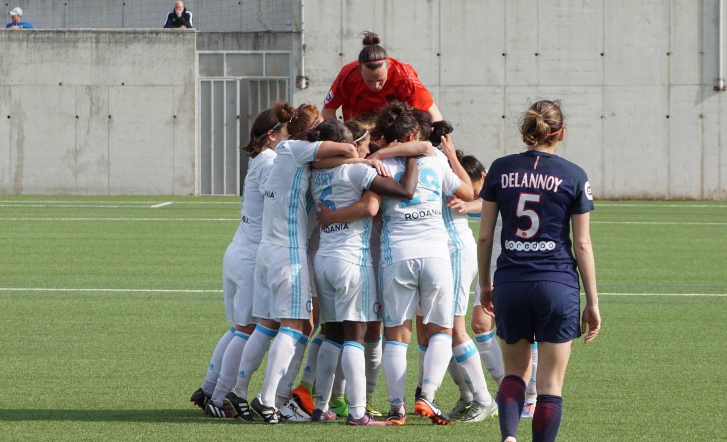 La joie olympienne contraste avec la déception de Delannoy (photo footofeminin.fr)
