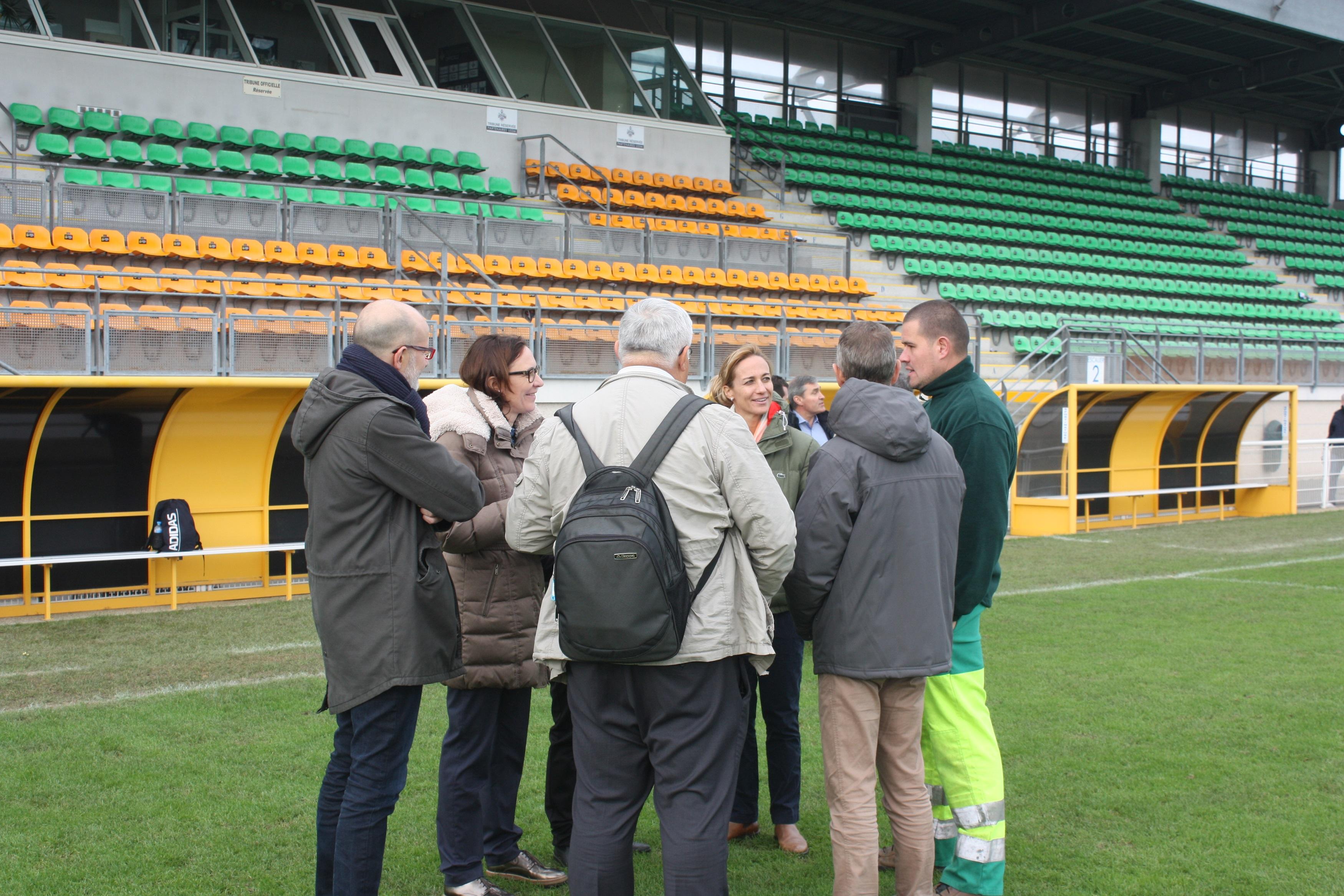 En visite à Saint-Malo, les représentants de la FIFA échangent avec les acteurs locaux (photo Sébastien Duret)