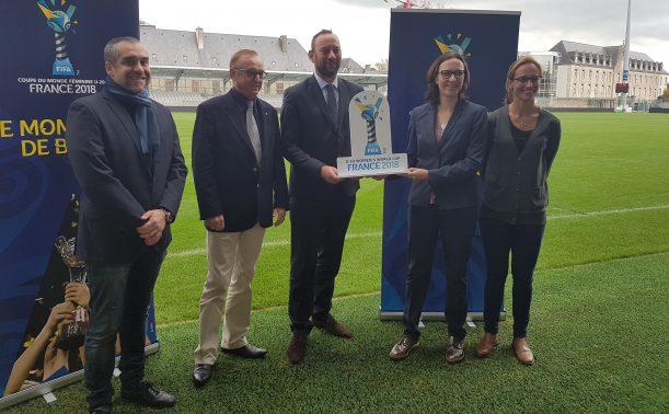 Le Maire de Vannes, avec les représentants de la FIFA et du Comité Local (photo LBF)