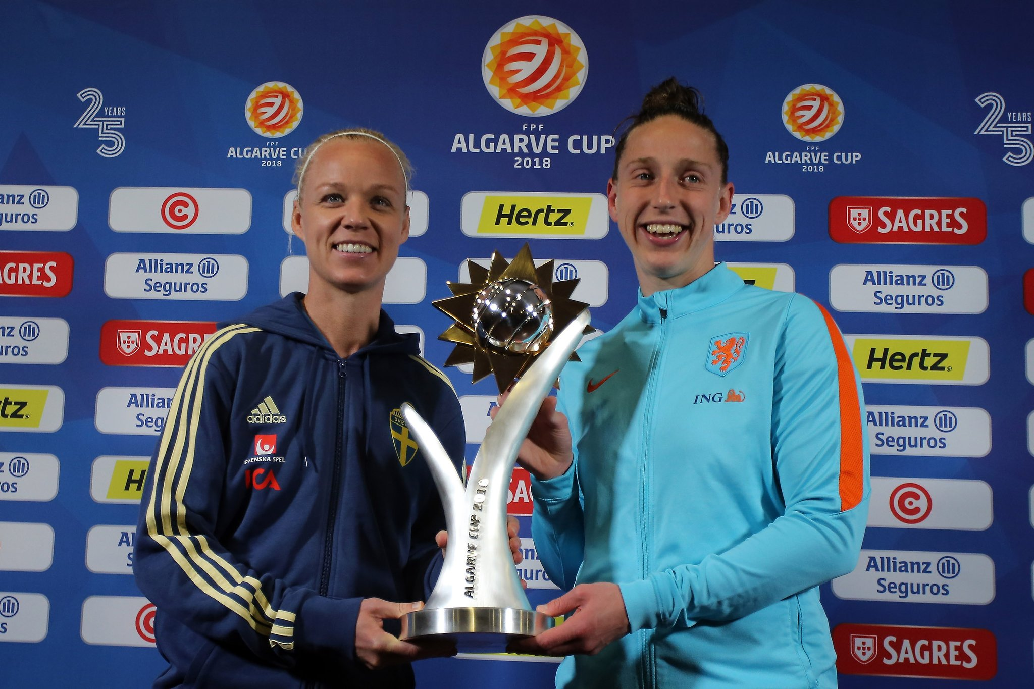 Caroline Seger et Sari van Veenendaal (photo Algarve Cup)
