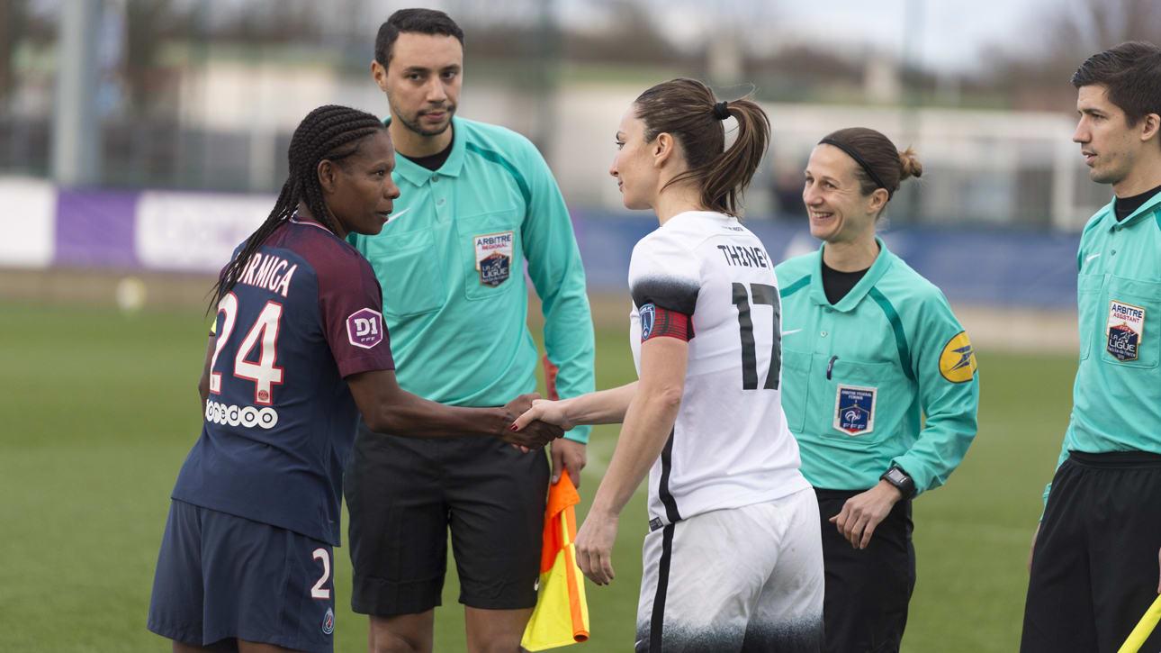 Thiney à droite avec la capitaine du PSG Formiga (photo TeamPics/PSG)