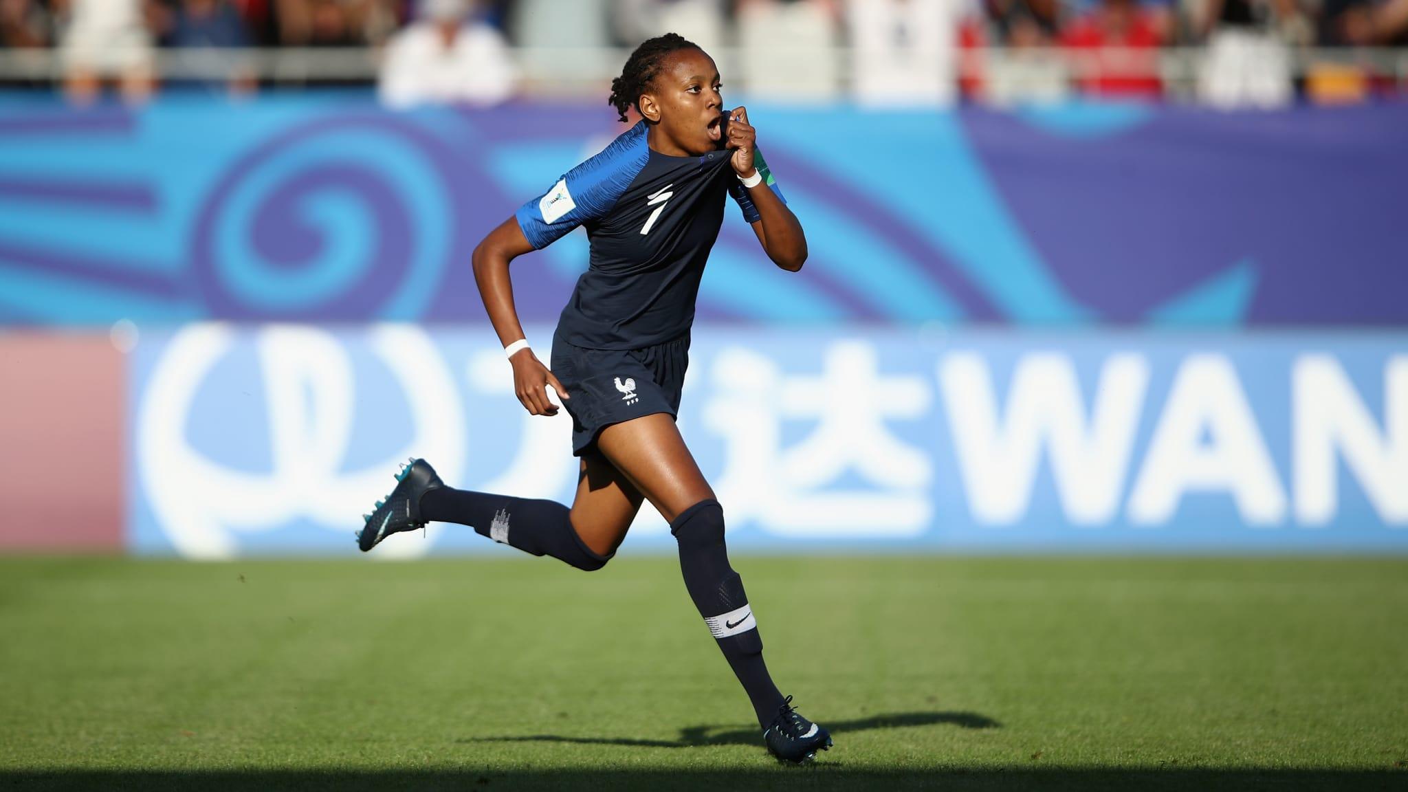 Emelyne Laurent signe un doublé (photo FIFA.com)