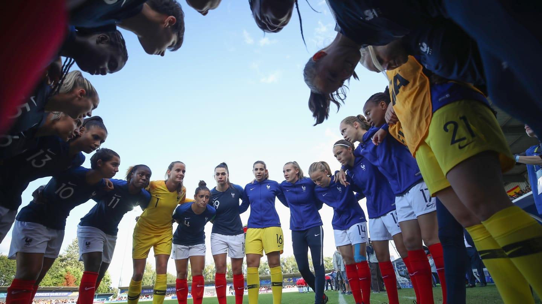 Le groupe solidaire avant le match face à la Corée du Nord (photo FIFA.com)