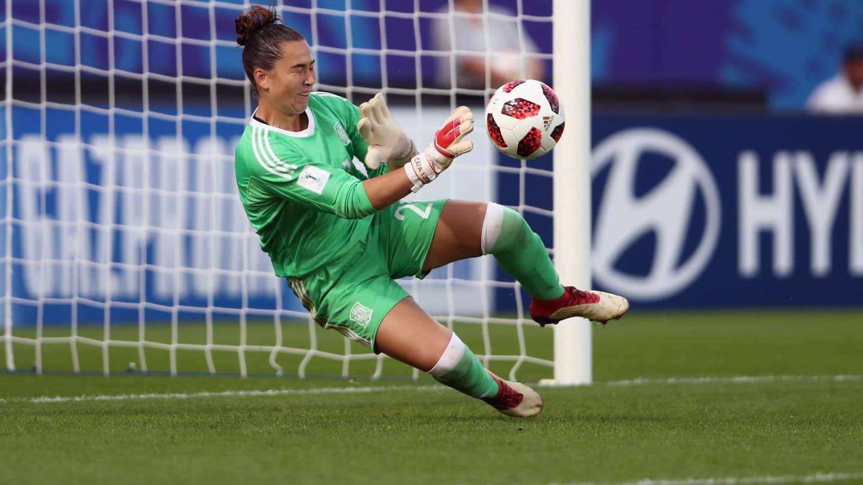 Catalina Coll stoppe le penalty (photo FIFA.com)