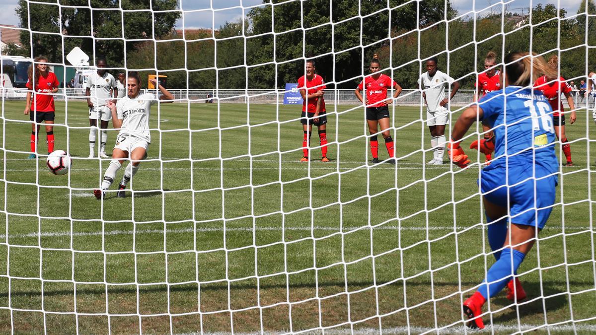 Périsset réussi le premier penalty de la saison (photo PSG.fr)