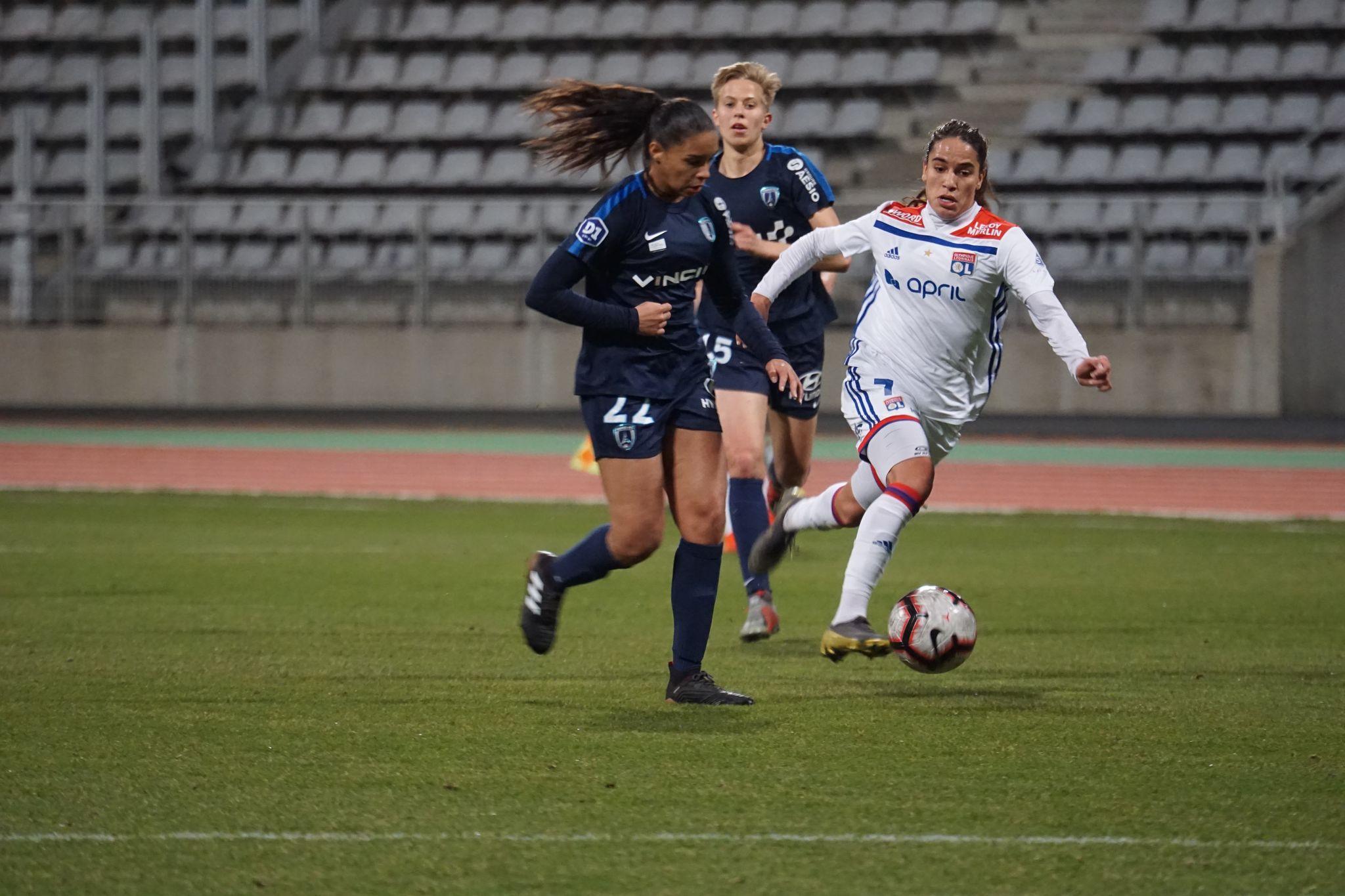 Bleues - Griedge MBOCK remplacée par Estelle CASCARINO