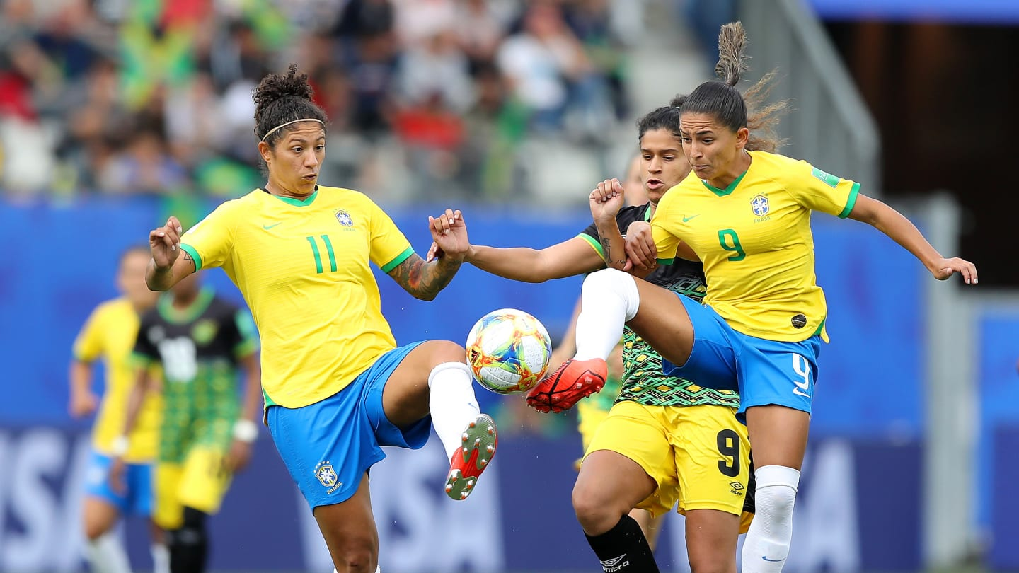 Cristiane et Debinha (photo FIFA.com)