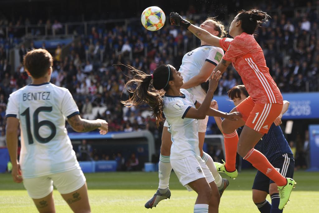 Correa intervient dans sa surface (photo Frédérique Grando/FOF)