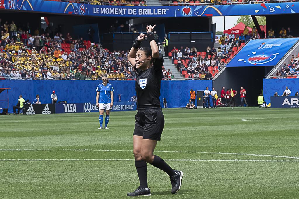 L'arbitre Melissa Borjas a fait appel plusieurs fois à la VAR (photo Eric Baledent/FOF)