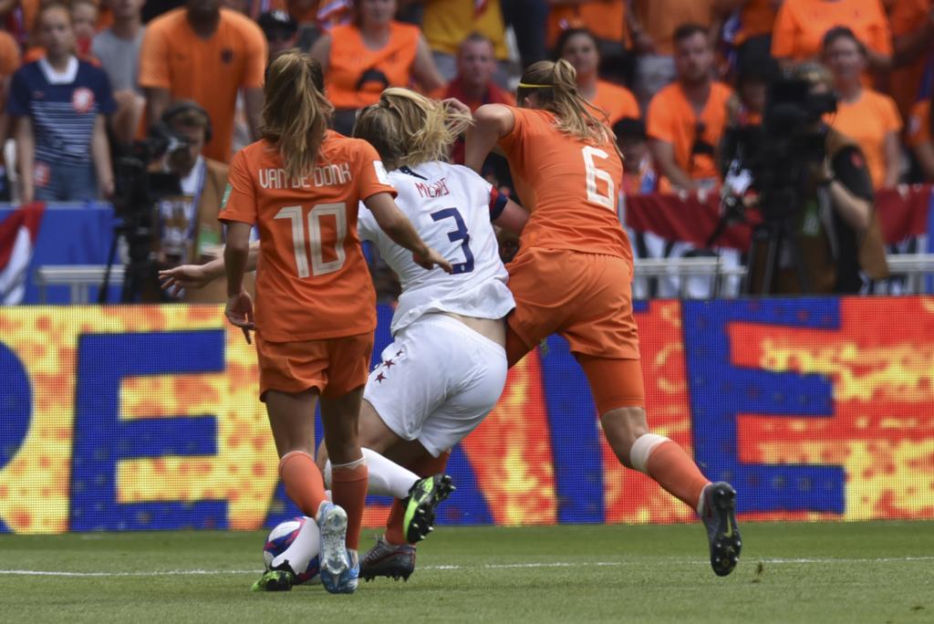Dekker lutte avec Mewis (photo Frédérique Grando)