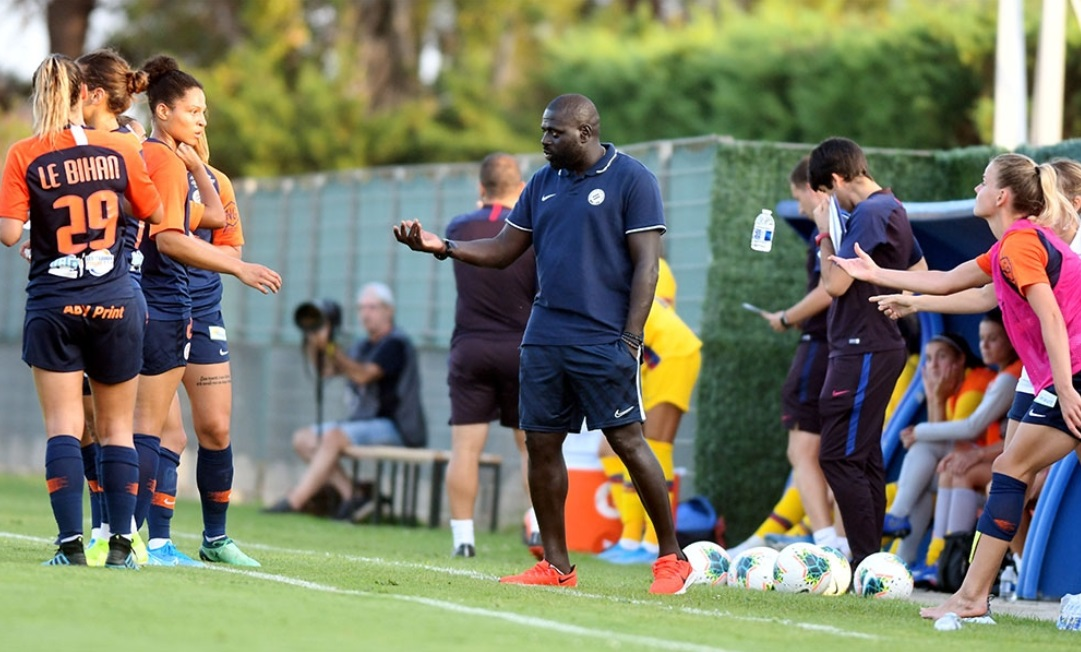 Mendy donne ses consignes ici face à Barcelone (photo RDH/MHSC.com)