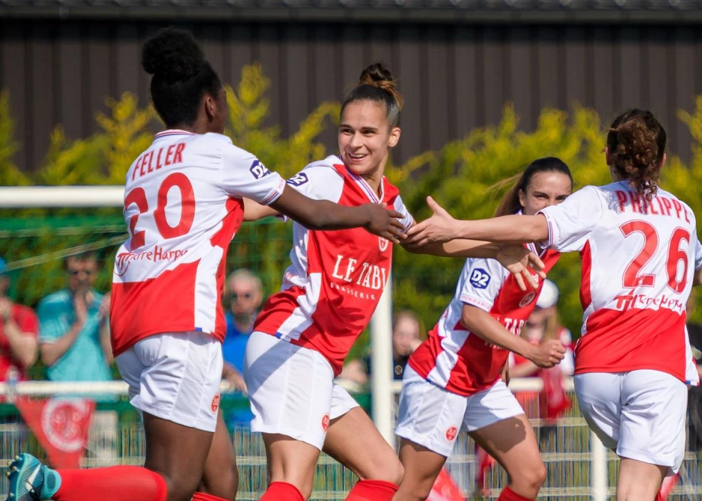 Gomes au centre a terminé meilleure buteuse du groupe A avec 19 buts (photo SDR)