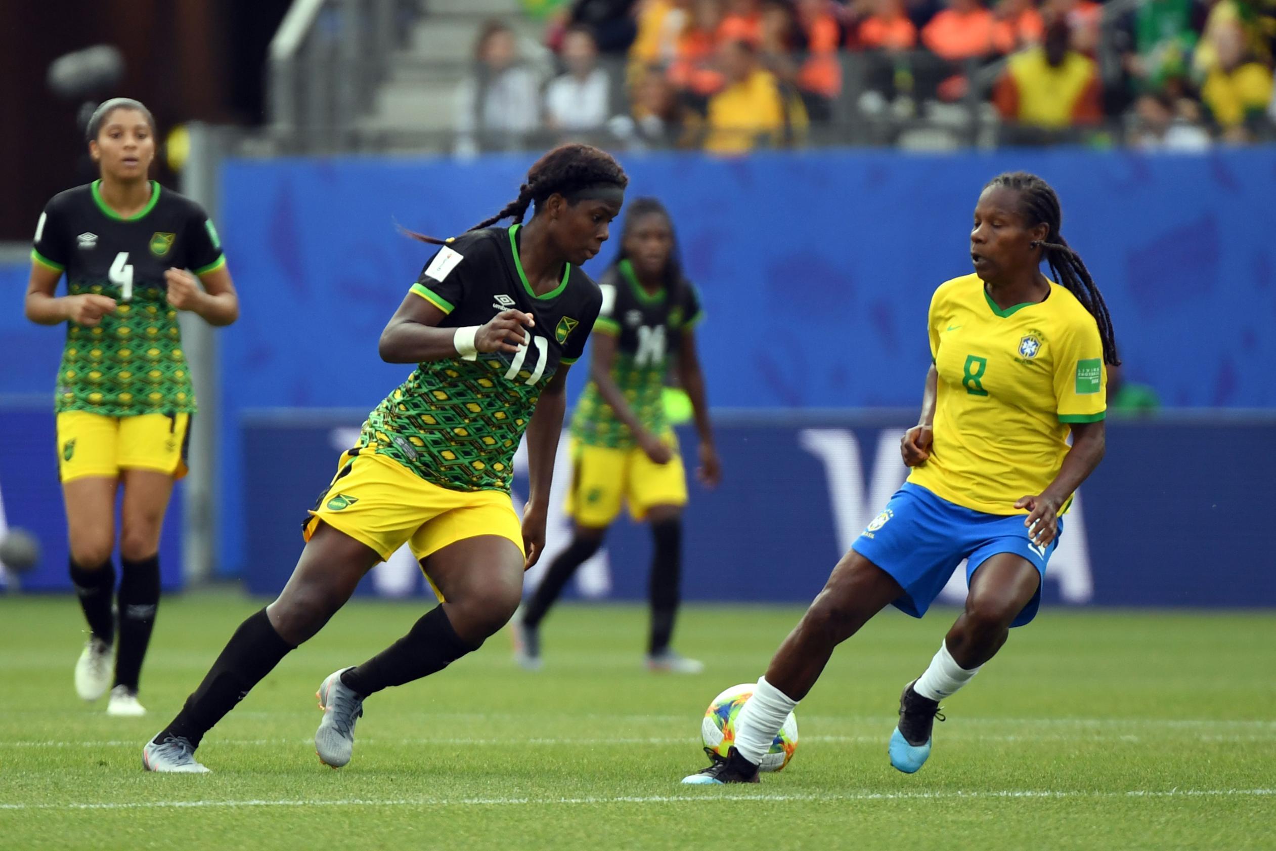 Shaw face au Brésil en juin dernier (photo FIFA.com)