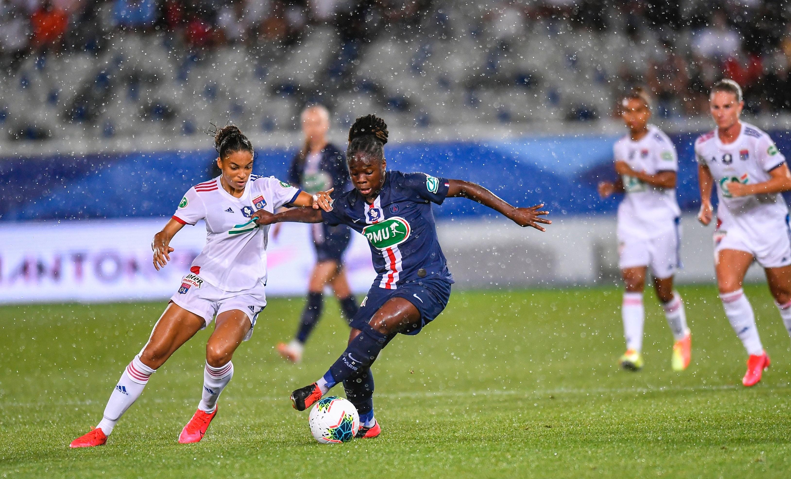 Cascarino et Baltimore se disputent le ballon sous la pluie icaunaise (photo PSG)