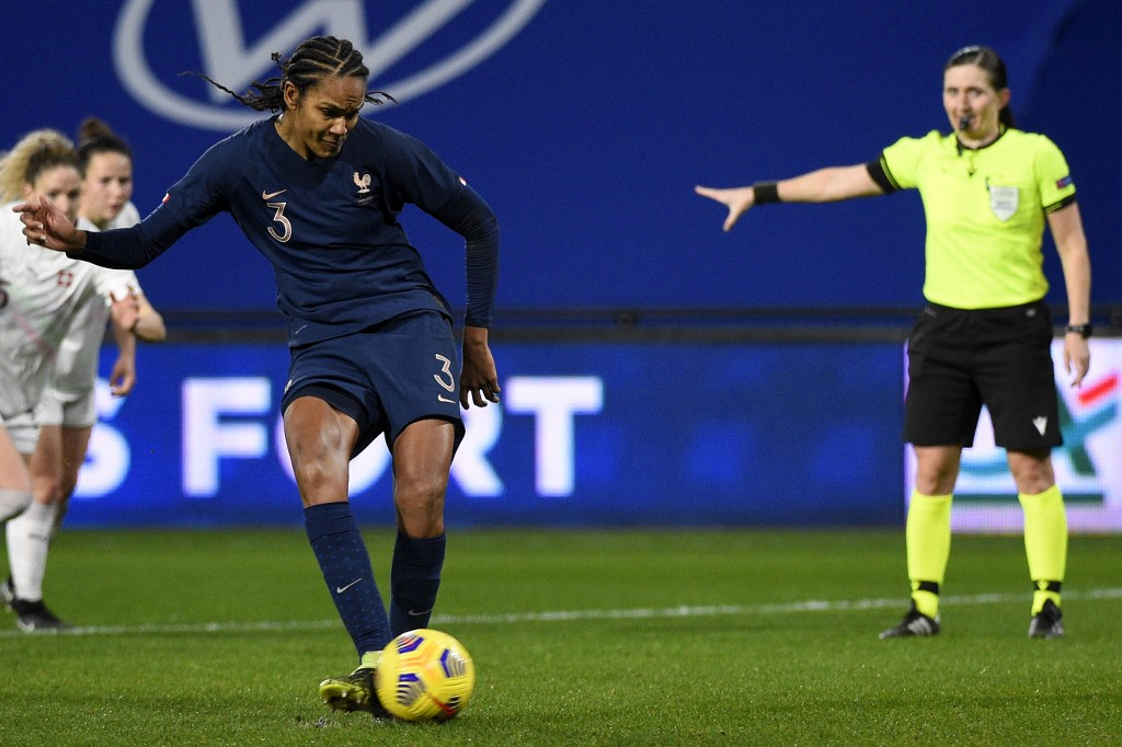 Wendie Renard a transformé son 2e penalty en sélection