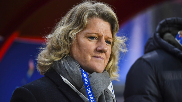 """Brigitte HENRIQUES : """"Dans notre programme, on a un plan performance 2024 pour le football féminin"""""""