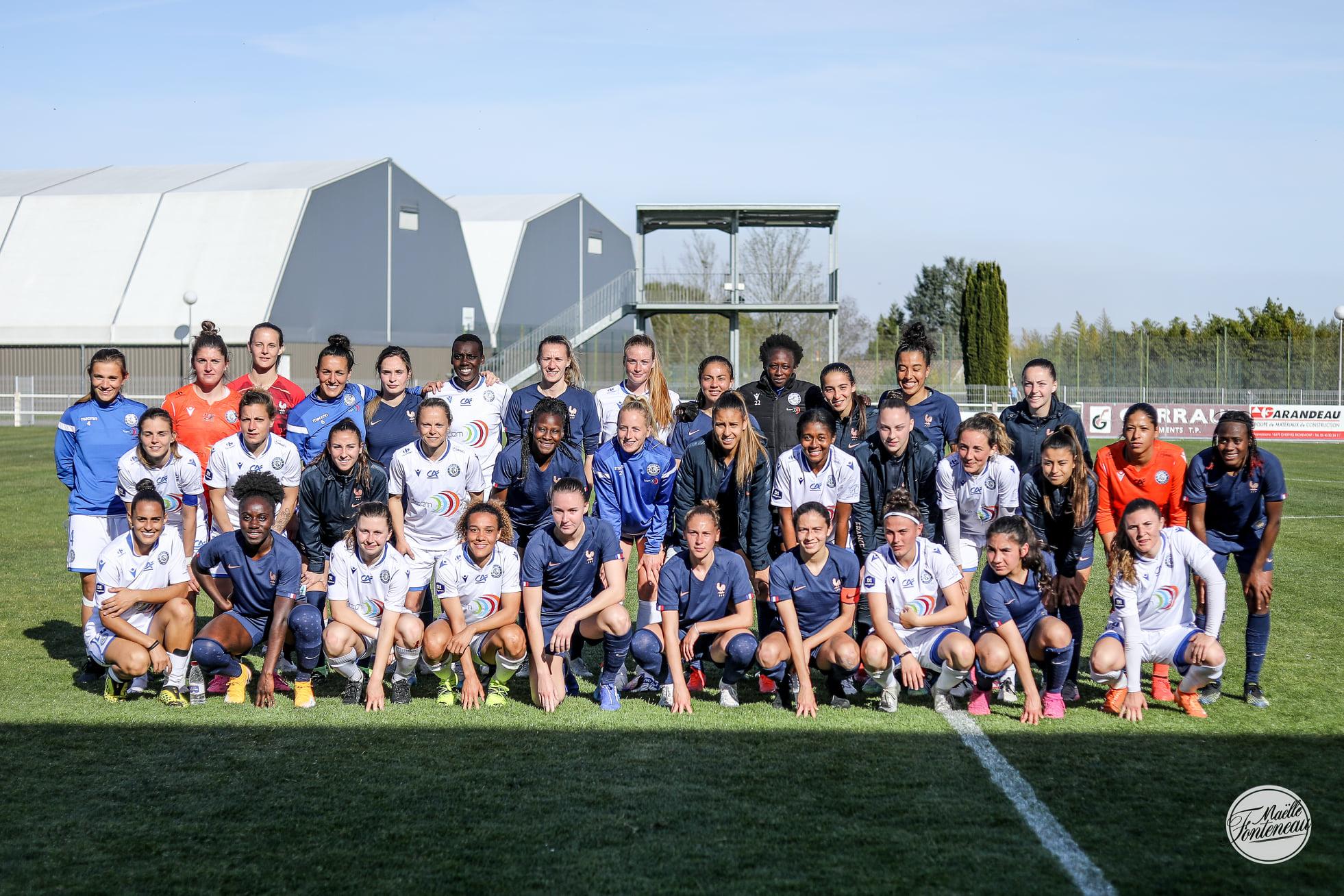 Les deux équipes après la rencontre (photo Maëlle Fonteneau/ASJ Soyaux Charente)