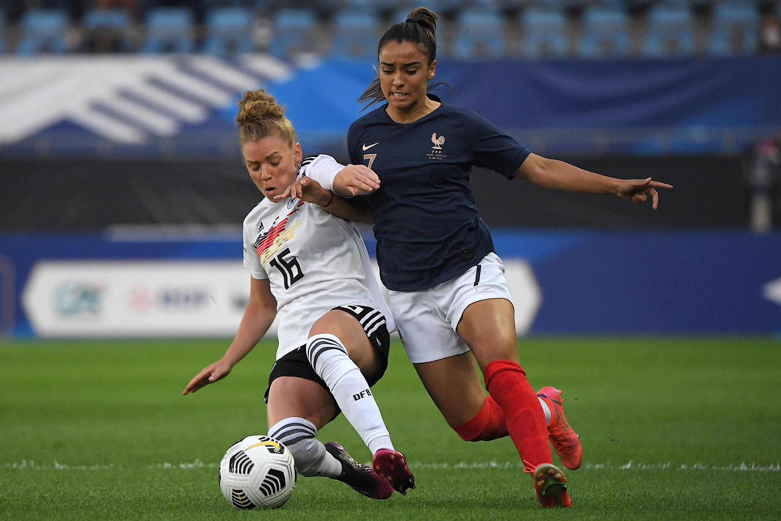 Sakina Karchaoui au duel avec Linda Dallmann