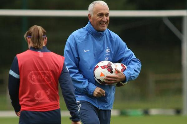 Bergerôo continue de découvrir avec plaisir le foot féminin (photo FFF.FR)