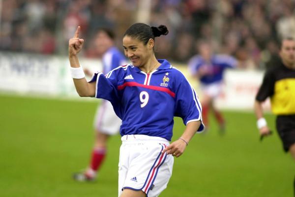 Comme ici en 2001, à Montaigu face à la Suisse, Hoda Lattaf a pu pleinement s'exprimer avec le football (photo archive)