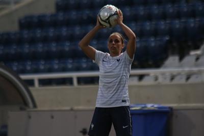 """Bleues - Jessica HOUARA : """"Je suis contente de pouvoir jouer aux deux postes"""""""
