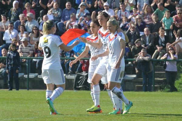 Lotta Schelin s'offre un triplé et permet à l'Olympique Lyonnais de se qualifier pour les quarts de finale de la Coupe de France