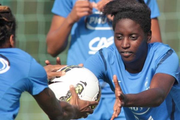 Marina Makanza compte dix sélections en équipe de France A (crédit photo : fff.fr)
