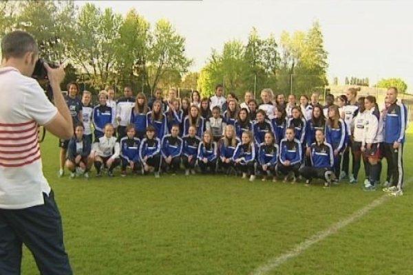 Les Bleues ont rencontré à plusieurs reprises leur supporter durant ce séjour bisontin (photo France TV)