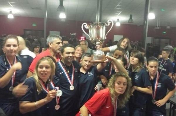 Albi a reçu samedi soir le trophée de Champion de France de D2 décroché la saison dernière devant Issy et Metz (photo club)