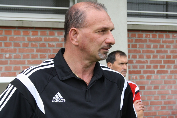 Claude Rioust, tendu avant le match.